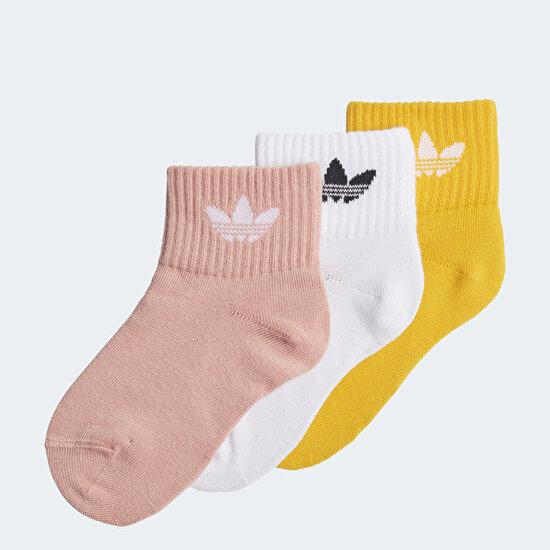 תמונה של שלושה זוגות גרביים